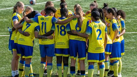 Haringey Borough Women huddle together (Pic: Haringey Borough Women)