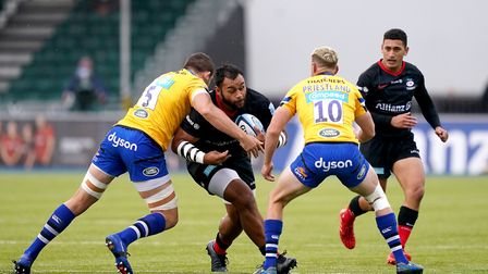 Saracens' Billy Vunipola (centre) is tackled by Bath's Charlie Ewels (left) and Rhys Priestland duri