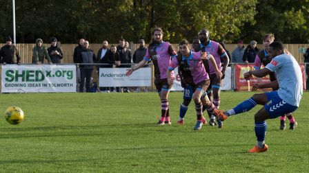 Shaun Lucien fires in his penalty to open the scoring for Hendon (Pic:DBeechPhotography)