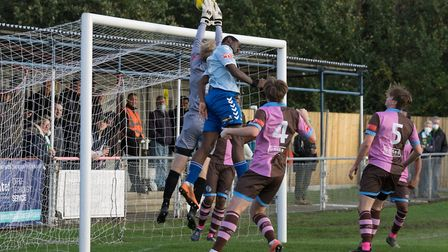 Toby Byron attacks a Hendon corner (Pic: DBeechPhotography)