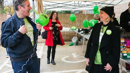 Labour leader Sir Keir Starmer and Laura Marks OBE at South Hampstead Synagogue's foodbank for Mitzv