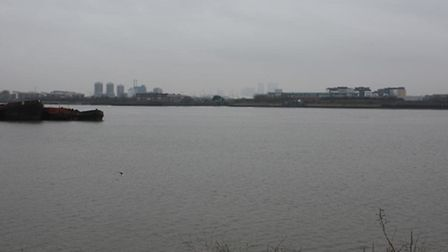 Thames at Galleons Reach... no river crossing