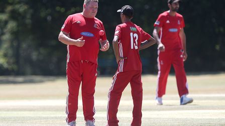 Marc Whitlock and Mehad Khan discuss tactics for Hornchurch (pic Gavin Ellis/TGS Photo)