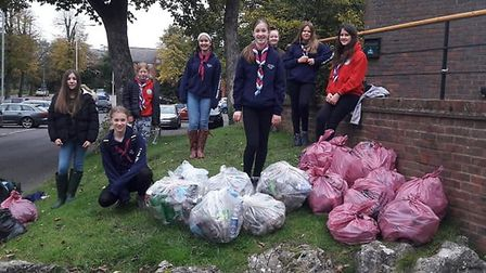 The 11th Hitchin Holy Saviour Guides collected 15 bags of general rubbish, and filled five recycling bags in The Dell.