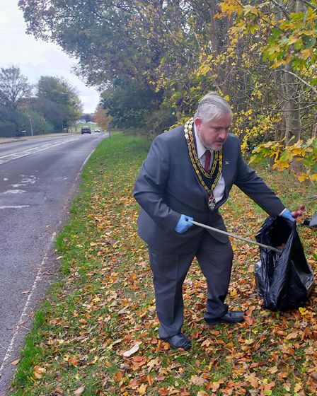 Royston Mayor Rob Inwood attended the Therfield Heath litter pick. Picture: Ray Munden
