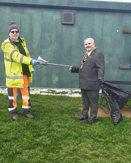 Dave Bubbins from the Friends of Therfield Heath and Greens attended the litter pick alongside Royston Mayor Rob Inwood.