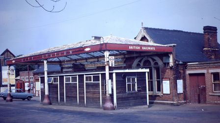 Flashback to 1971, just before St Albans station was rebuilt.