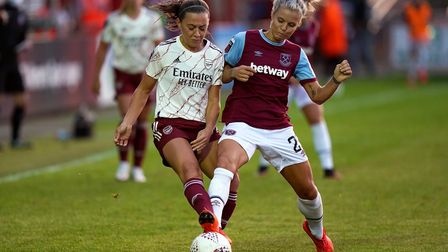 Arsenal's Katie McCabe (left) and West Ham United's Rachel Daly battle for the ball during the Barcl