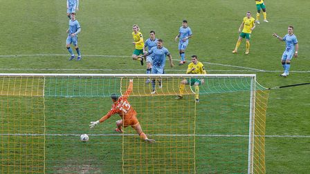 Kenny McLean of Norwich scores his sides 1st goal during the FA Cup match at Carrow Road, Norwich