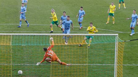 Kenny McLean of Norwich scores his sides 1st goal during the FA Cup match at Carrow Road, NorwichP