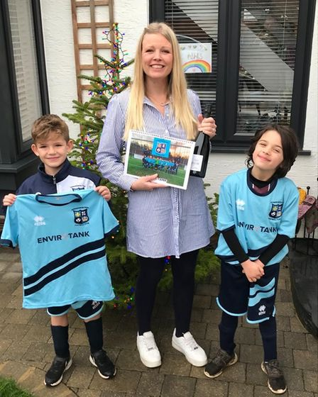 Godmanchester Town FC U7s with sponsor