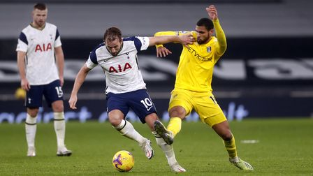 Tottenham Hotspur's Harry Kane (left) and Fulham's Ruben Loftus-Cheek battle for the ball during the