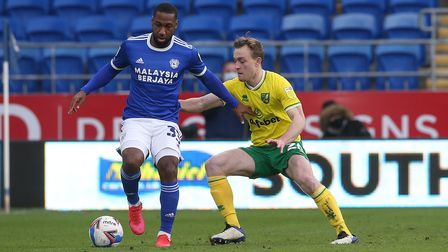Junior Hoilett of Cardiff City and Oliver Skipp of Norwich in action during the Sky Bet Championship
