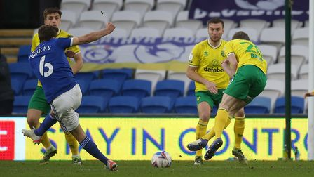Oliver Skipp of Norwich blocks a shot from Will Vaulks of Cardiff City during the Sky Bet Championsh