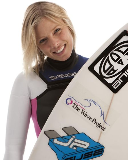 Hannah in her new Wave Project branded wetsuit (Photo: Simon Burt Photography)