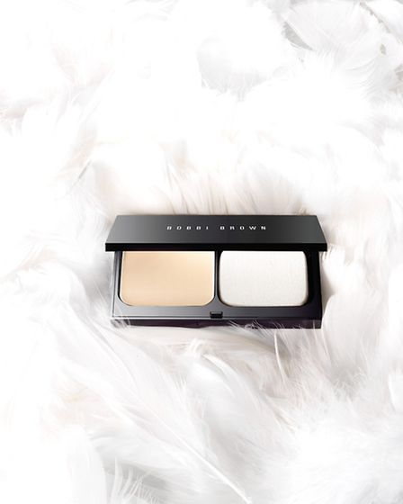 Skin weightless foundation provides beautiful coverage that is as light as a feather and is a great solution for flawless...