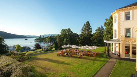 The Belsfield lawn and Lake Windermere © Giles Christopher - Media Wisdom Photography Ltd
