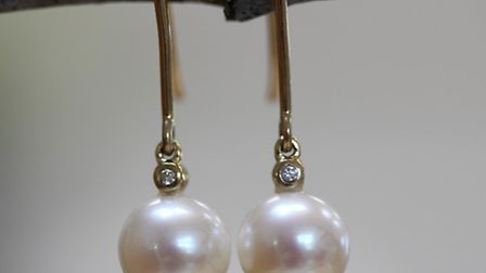 These pearl drops are made with gold and diamonds