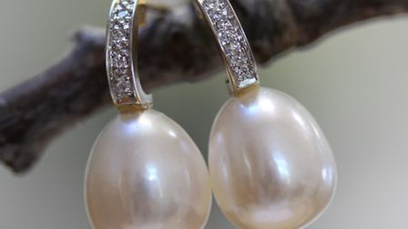 These diamond drops with pearls are perfect for a special occasion