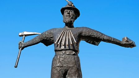 D8K528 The memorial statue to Tin Miners at Redruth in Cornwall, UK