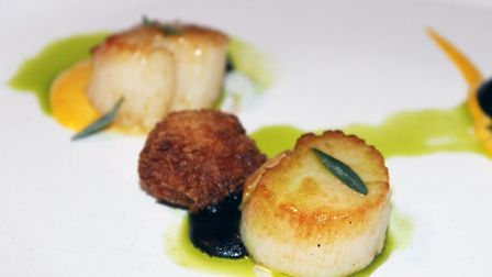 Scallops with burnt apple and parselene