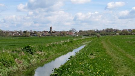 The Macmillan Way West crosses the Somerset Levels near Long Sutton. The waterways that drain the Le