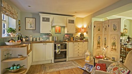 Unit by Wren Kitchens, in Anna Sloane paint (01603 294686); screen from Bayfield Hall Antiques (0126