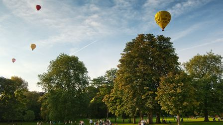 Bath ballooning in Royal Victoria Park (c) Colin Hawkins
