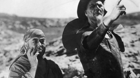 1933: French actor Fyodor Chaliapin Jnr (1907 - 1992) and George Robey (1868 - 1954) star in G W Pa