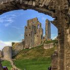 Corfe Castle by Neil Howard (creativecommons.org/licenses/by-nc/2.0/) via flic.kr/p/bforKa