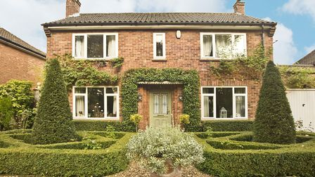 Inspired by Italian and French formal parterres, the front garden features symmetrical box hedging w