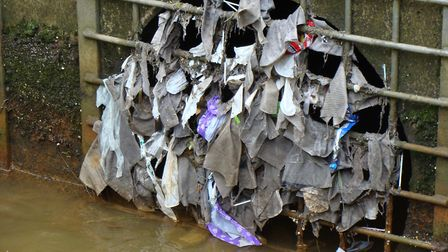 Sanitary products and wet wipes cause havoc with the sewage systems, Photo: SAS