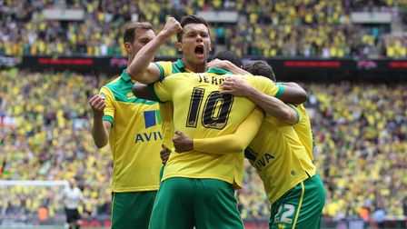 Jonny Howson of Norwich screams in delight as the Norwich players celebrate their side's opening goa
