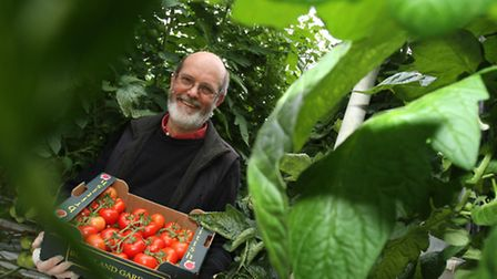 Warner's Budgens of Broadway celebrates British Tomato Week with local grower Rohan Page from Buckla