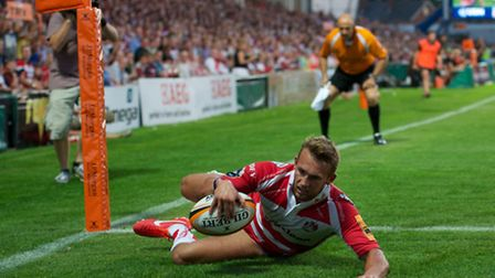 Martyn Thomas of Gloucester Rugby 7s scores a try during the J.P. Morgan Asset Management Premiersh