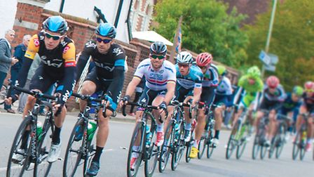 British Cycling heroes Sir Bradley Wiggins and Mark Cavendish zoom through Surrey stretch of the rec