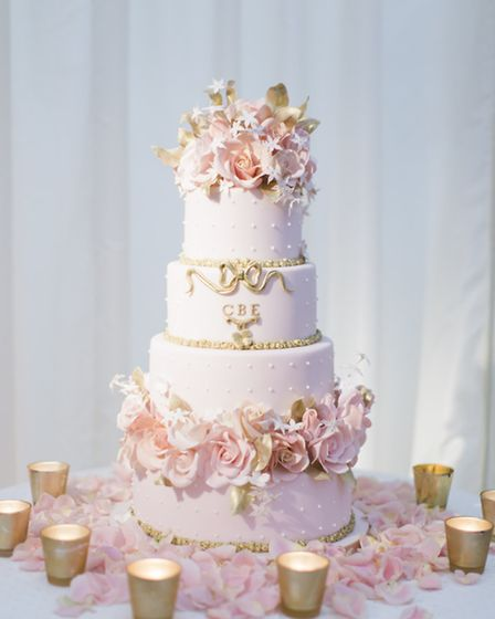 Flowers on your cake can create an elegant look