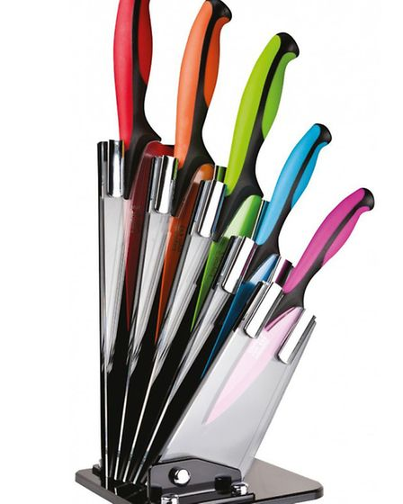 The Taylors Eye Witness coloured stainless steel 5 piece fan knife block set adds a unique and moder