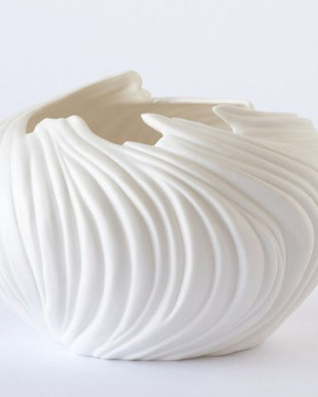 Natures voice From the natural elegance of the porcelain and the references to nature in the hand c