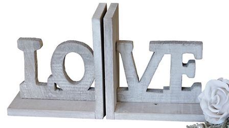 Love letters Express yourself - pop your favourite books between these bookends! Wooden love booke