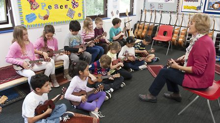 LS students work together in music class