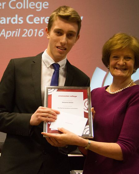 Alexander Daniels with his Prize for Excellence in Economics