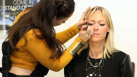 Make-up demonstration by Fabianne Calitri