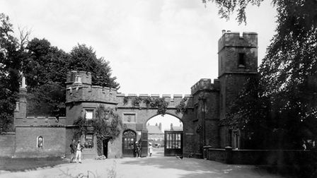 Entrance Lodge at Cassiobury Park, Watford, 1890-1910 (English Heritage/Heritage Images/Getty Images