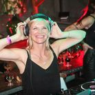 Jo Whiley on the decks (photography: Jane and Oli, CotswoldsWeddings.net)