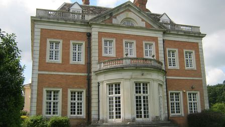 Venue of the famous Crabbet Club, this mansion welcomed royalty, politicians and most of the movers