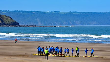 Young people learning to surf in Devon © davidelliottphotos, Shutterstock
