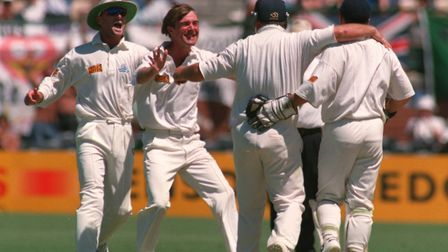 30 JAN 1995: A DELIGHTED PHIL TUFNELL OF ENGLAND CELEBRATES WITH MIKE GATTING AFTER GATTING CAUGHT