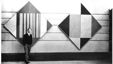 Gordon House with his Diagonal paintings at the 1960 Situation exhibition at the RBA Galleries in Lo
