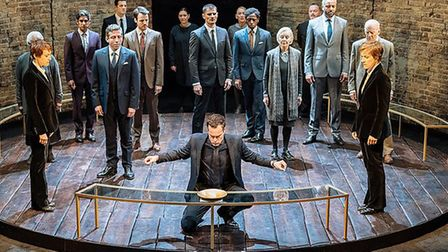 Lia Williams, John Light and Juliet Stevenson and the cast of Mary Stuart. Photo by Manuel Harlan